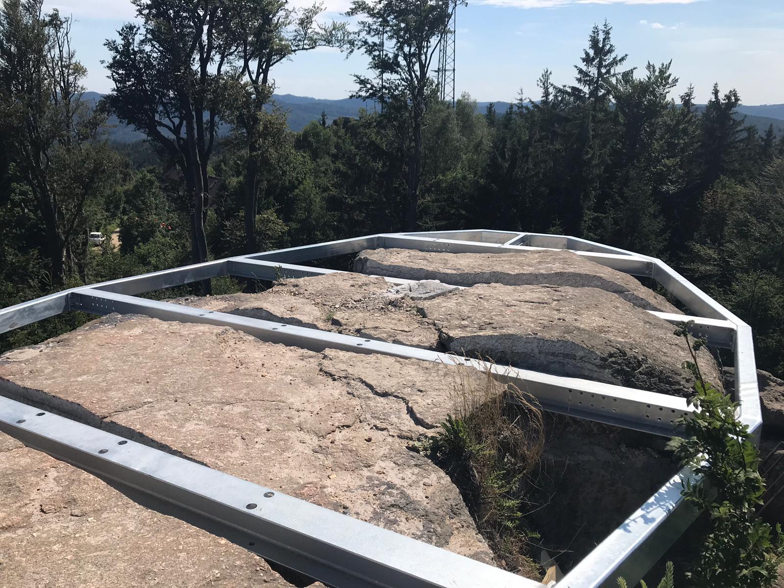 Einschnitte in das Naturdenkmal Nebelstein